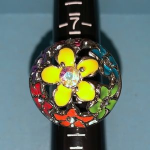 Jewelry - Circular floral Ring Size 8-9